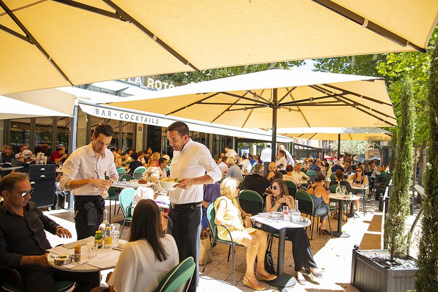 Service en terrasse - La Rotonde - Restaurant Aix-en-Provence