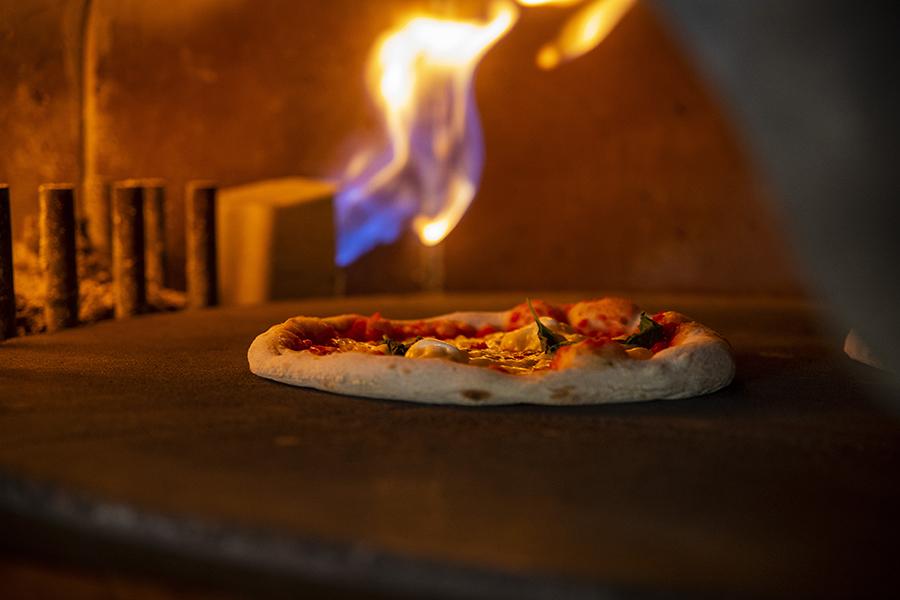 Pizza au feu de bois - La Rotonde - Restaurant Aix-en-Provence